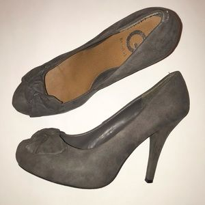 Guess gray suede heels size 9